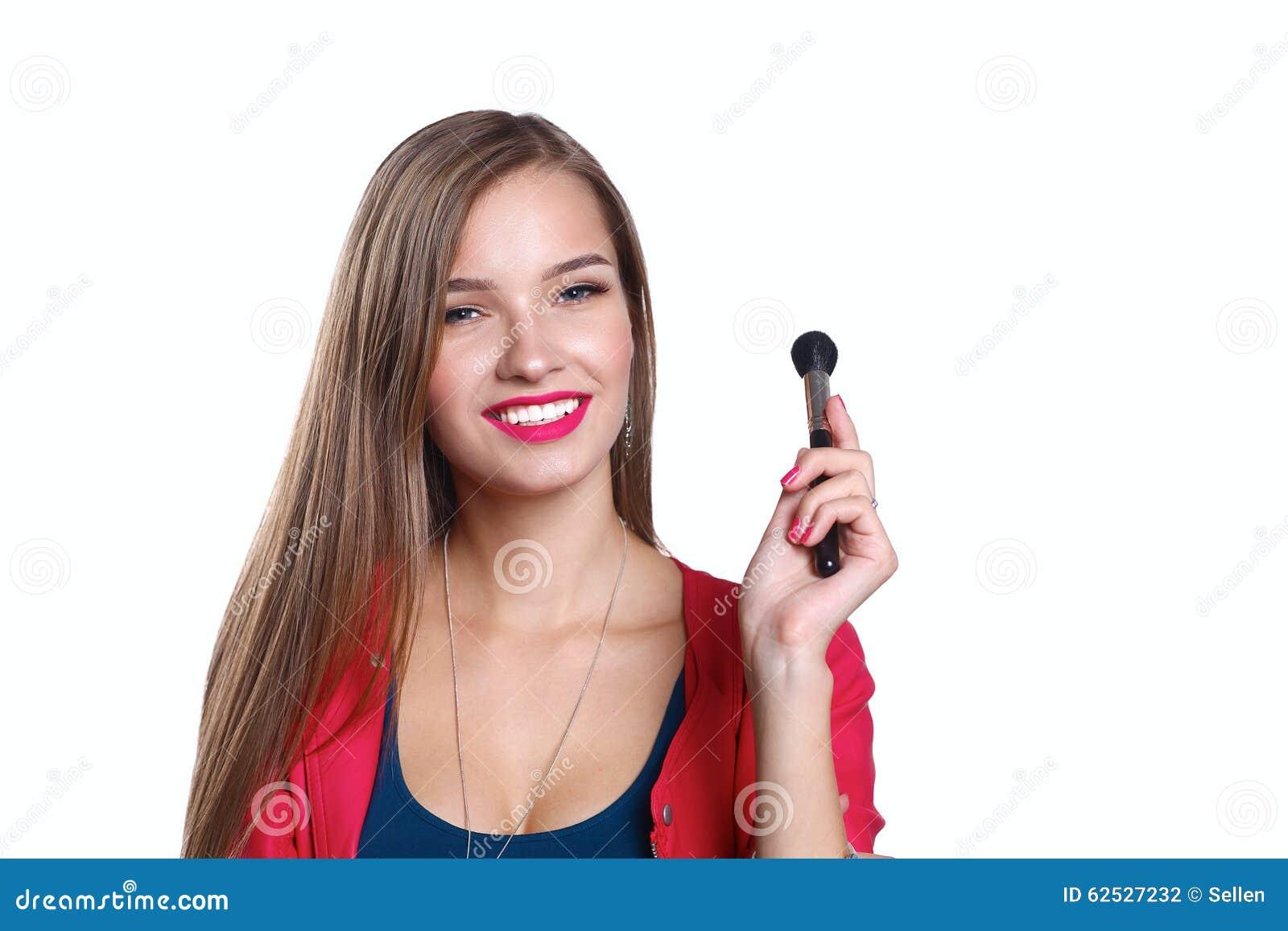年轻美丽的妇女举行在手中刷子为