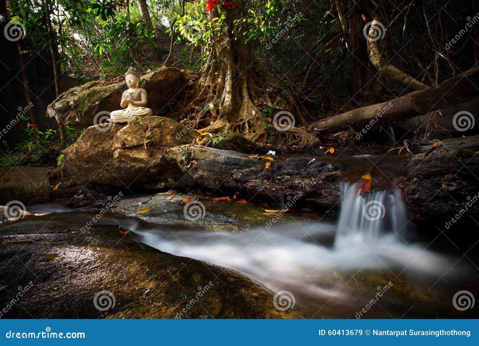 美丽的小河小瀑布在Wat Palad,清迈, thail
