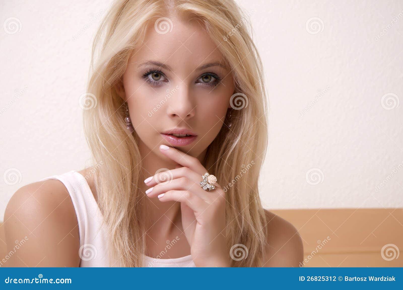 淫荡妇女操的流汤-小说_一名美丽的成人淫荡金发碧眼的女人妇女的纵向.