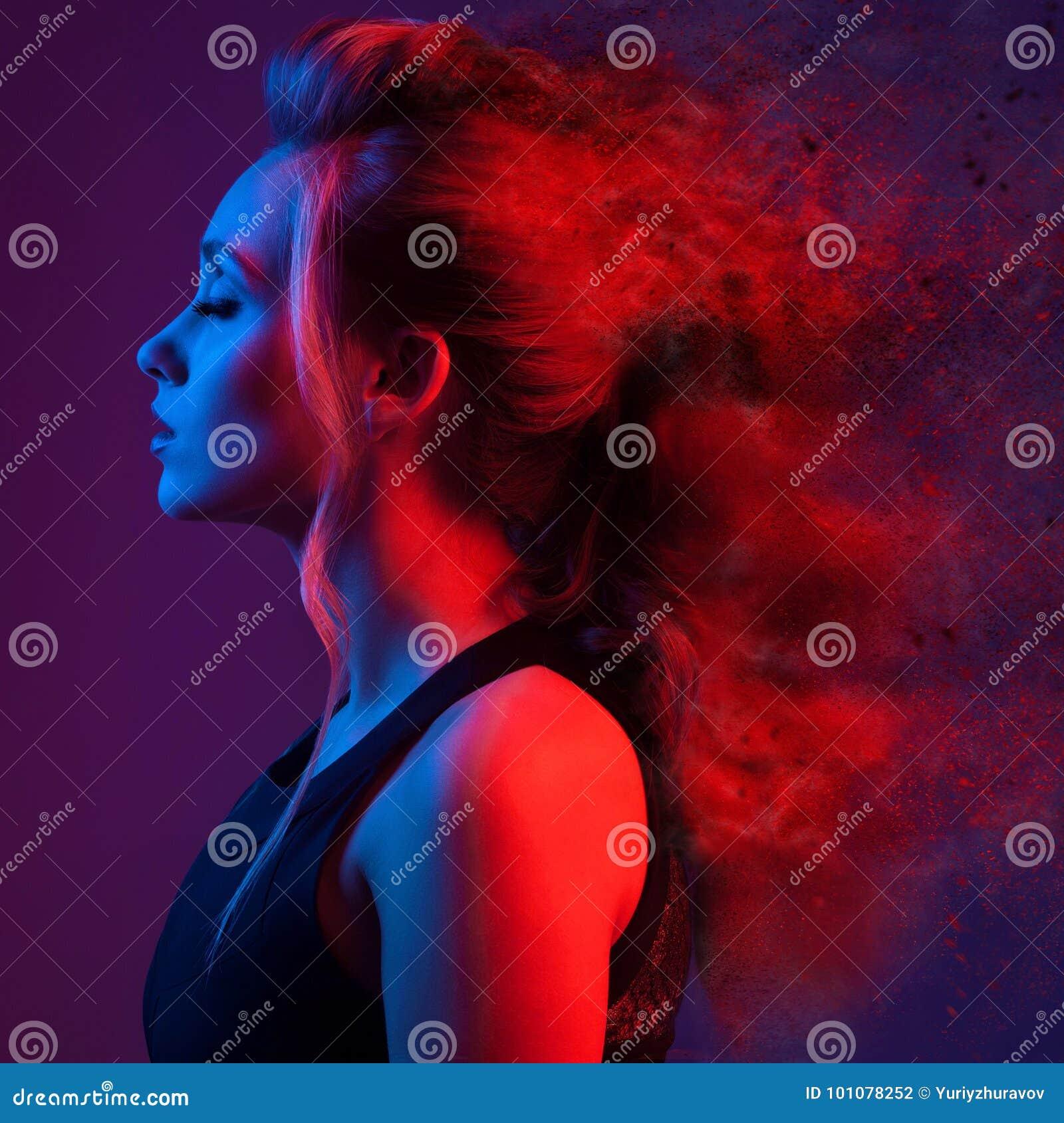 美丽的方式纵向妇女 爆炸发型