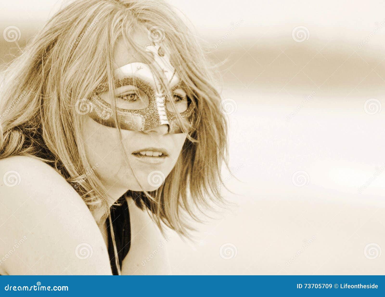 美丽的梦想的面具乌贼属的画象年轻俏丽的妇女