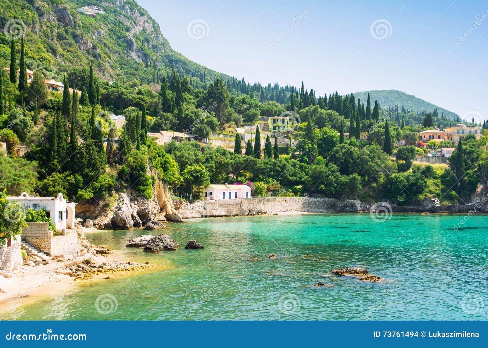 美丽的海湾在Paleokastritsa在科孚岛海岛,希腊