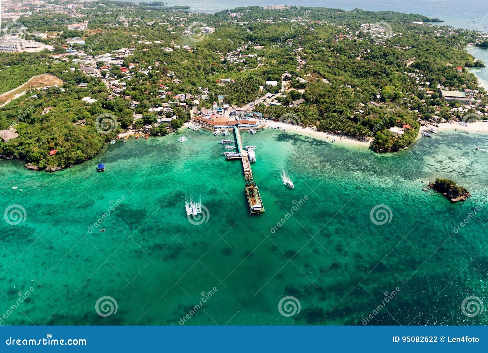 美丽的海湾鸟瞰图在热带海岛 博拉凯海岛