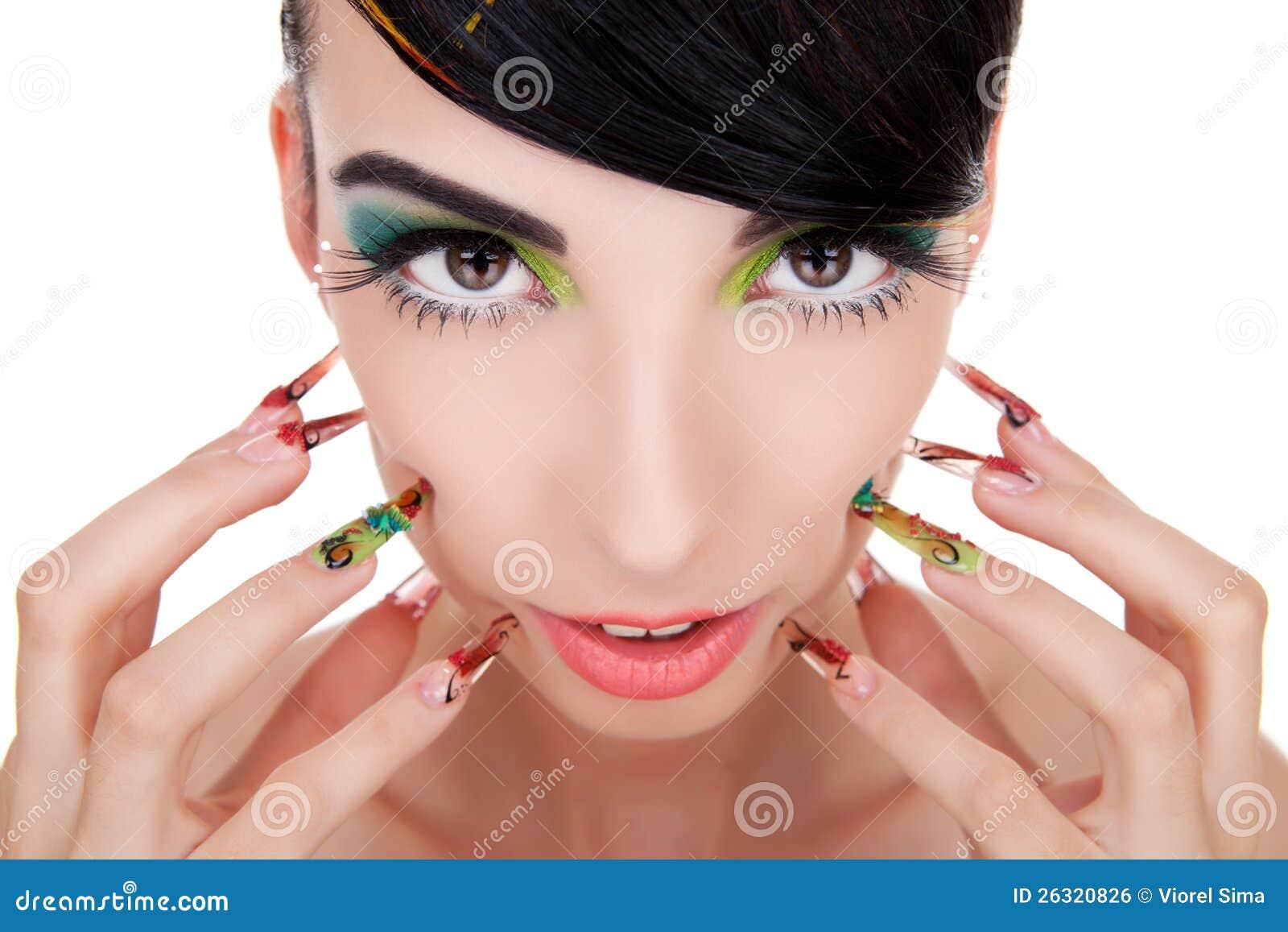 美丽的深色的妇女感人的面颊