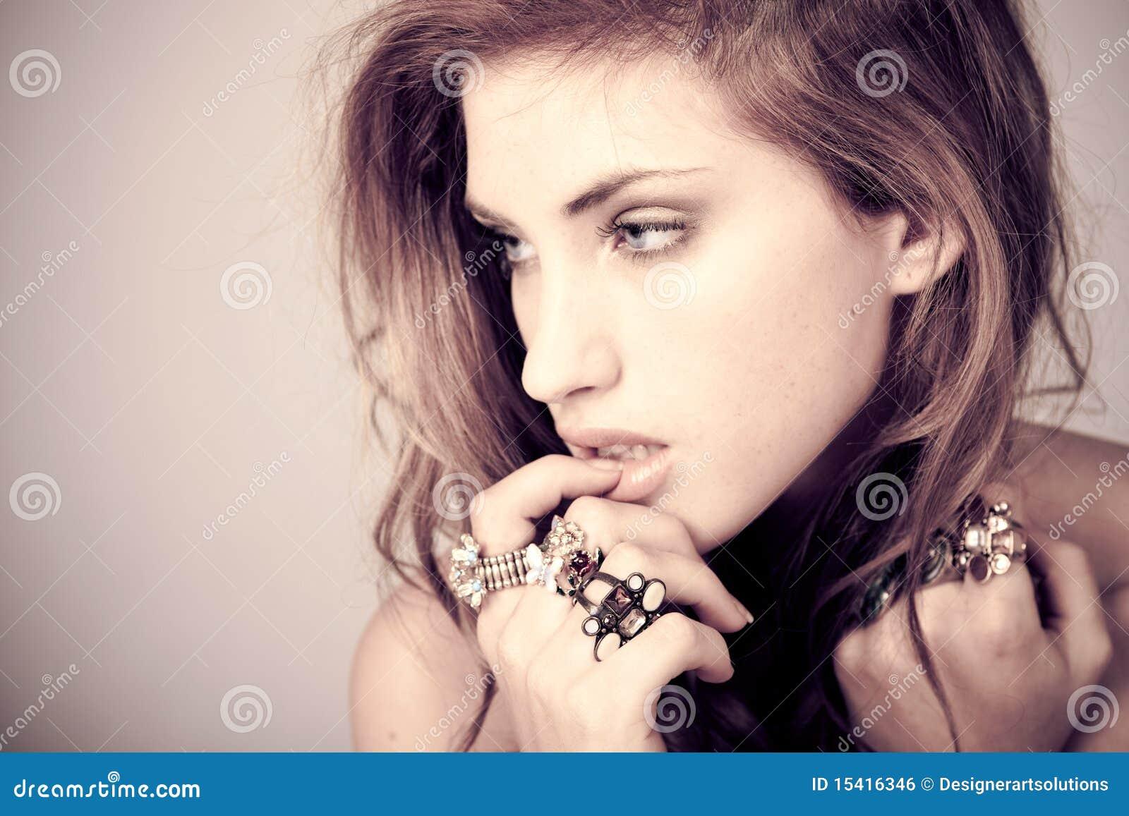 美丽的环形妇女年轻人