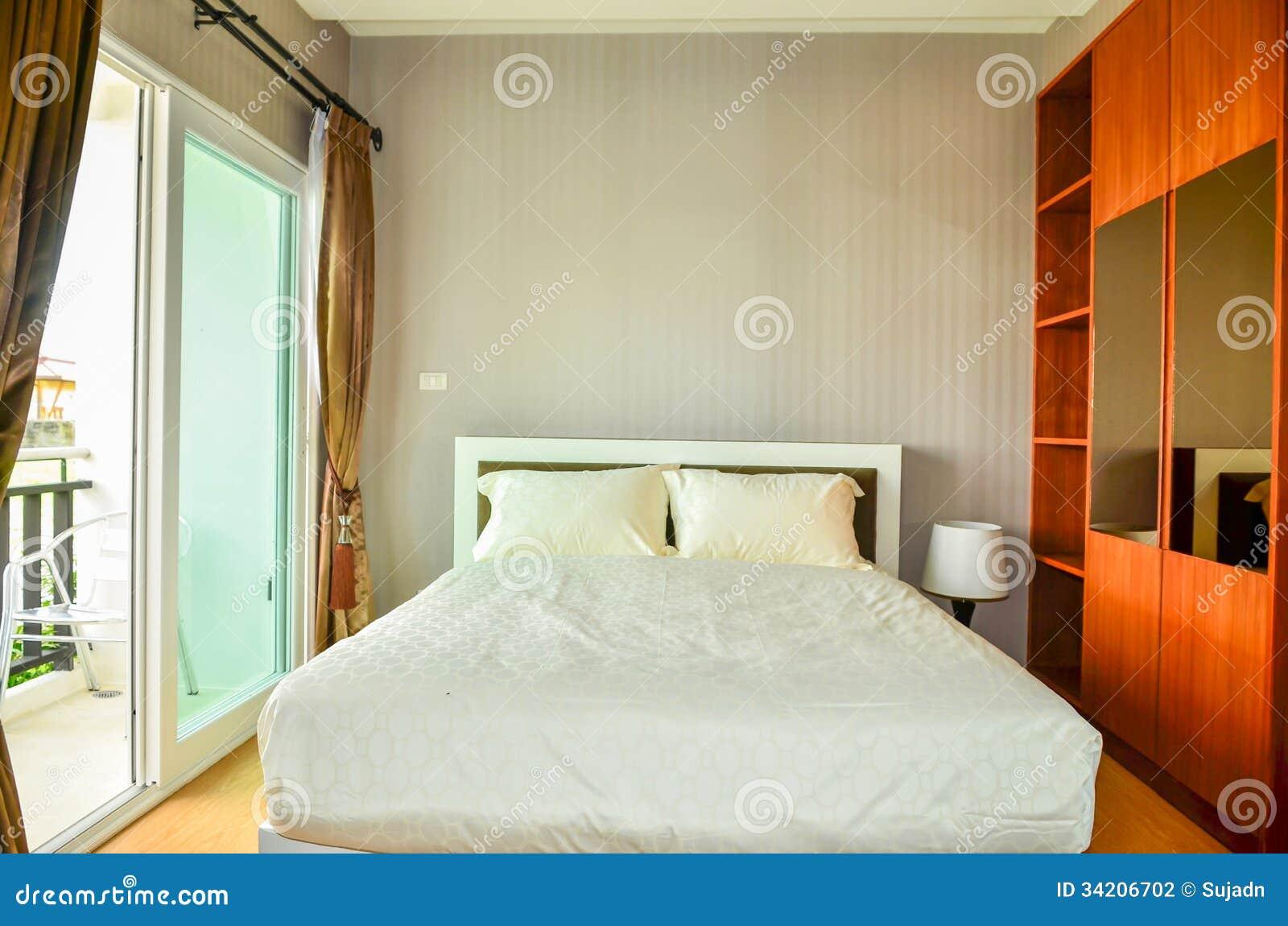 美丽的现代家和旅馆卧室