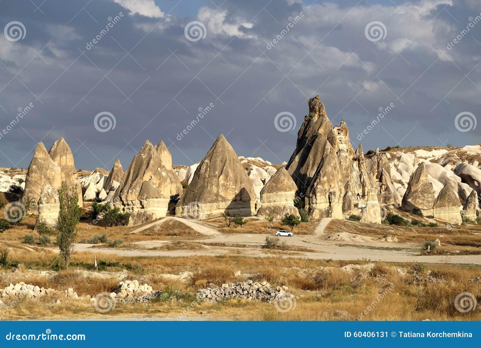 美丽的锥体岩石在卡帕多细亚土耳其