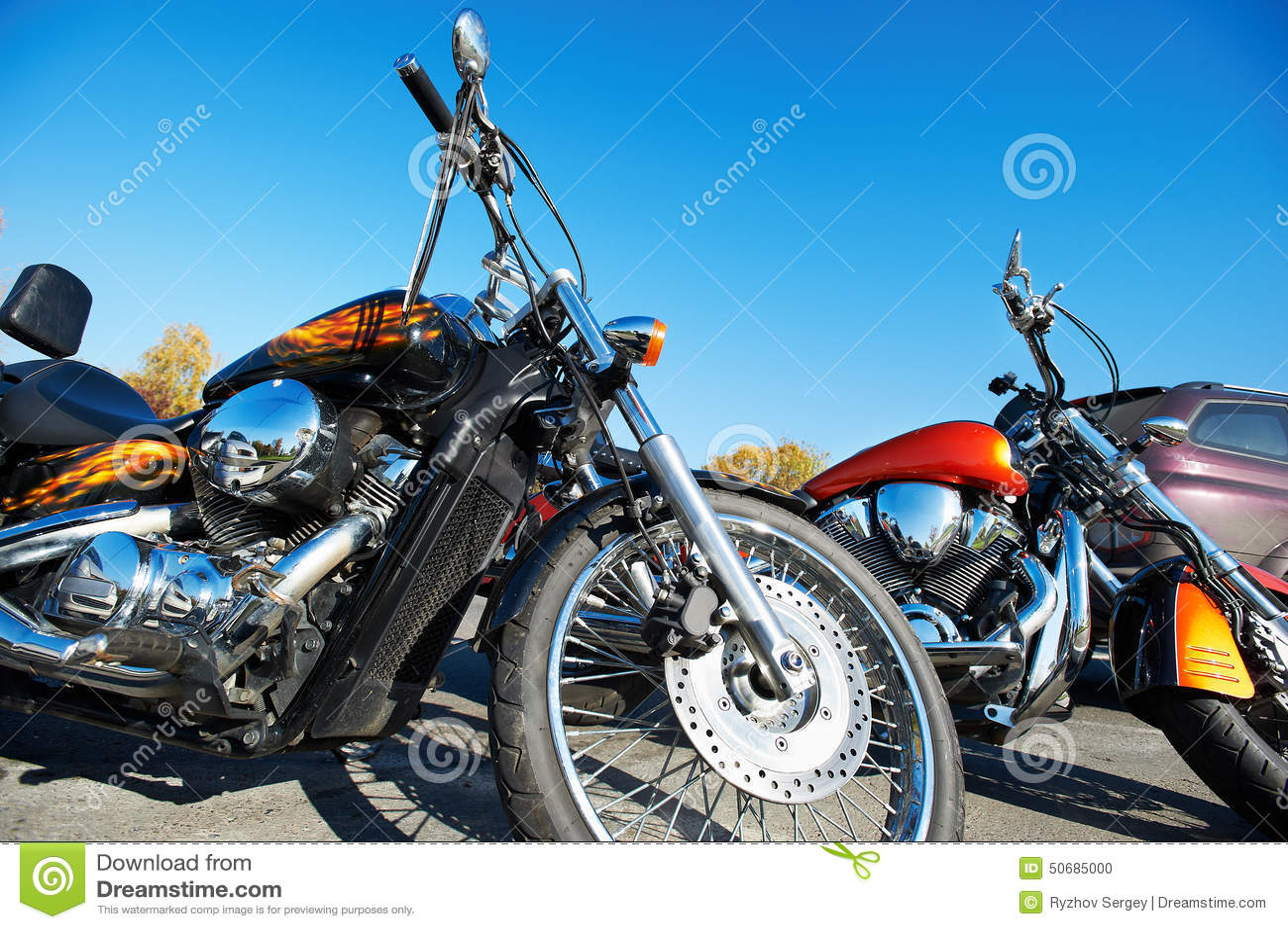 Download 美丽的镀铬物经典之作摩托车 库存照片. 图片 包括有 经典, 关闭, 轮胎, 运输, 夏天, 减速火箭, 天空 - 50685000