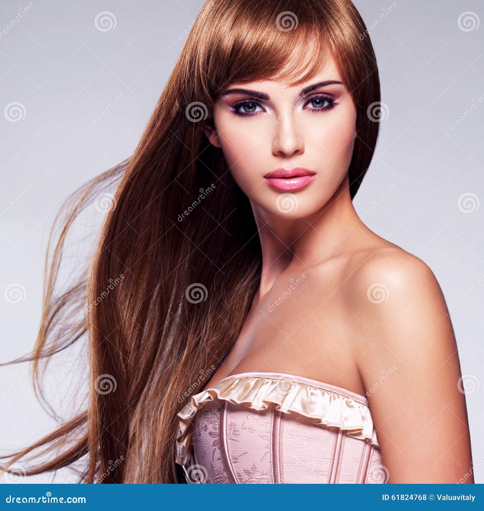 美丽的头发长的性感的妇女图片