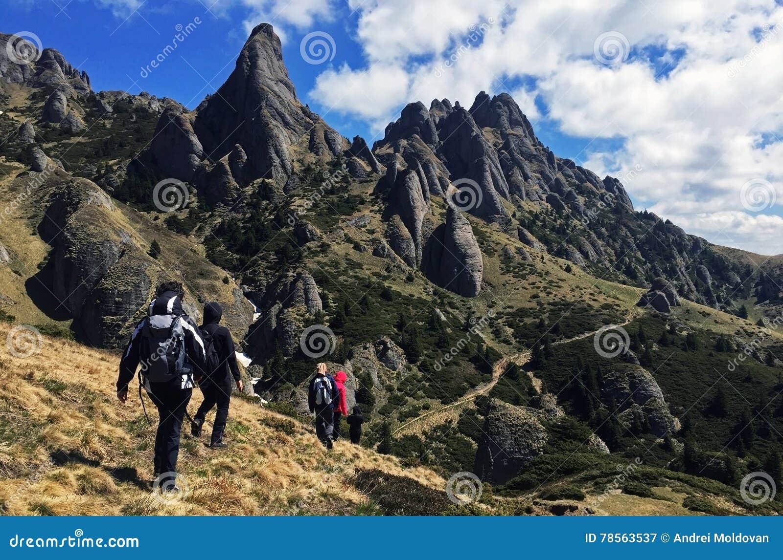 美丽的Ciucas山在罗马尼亚