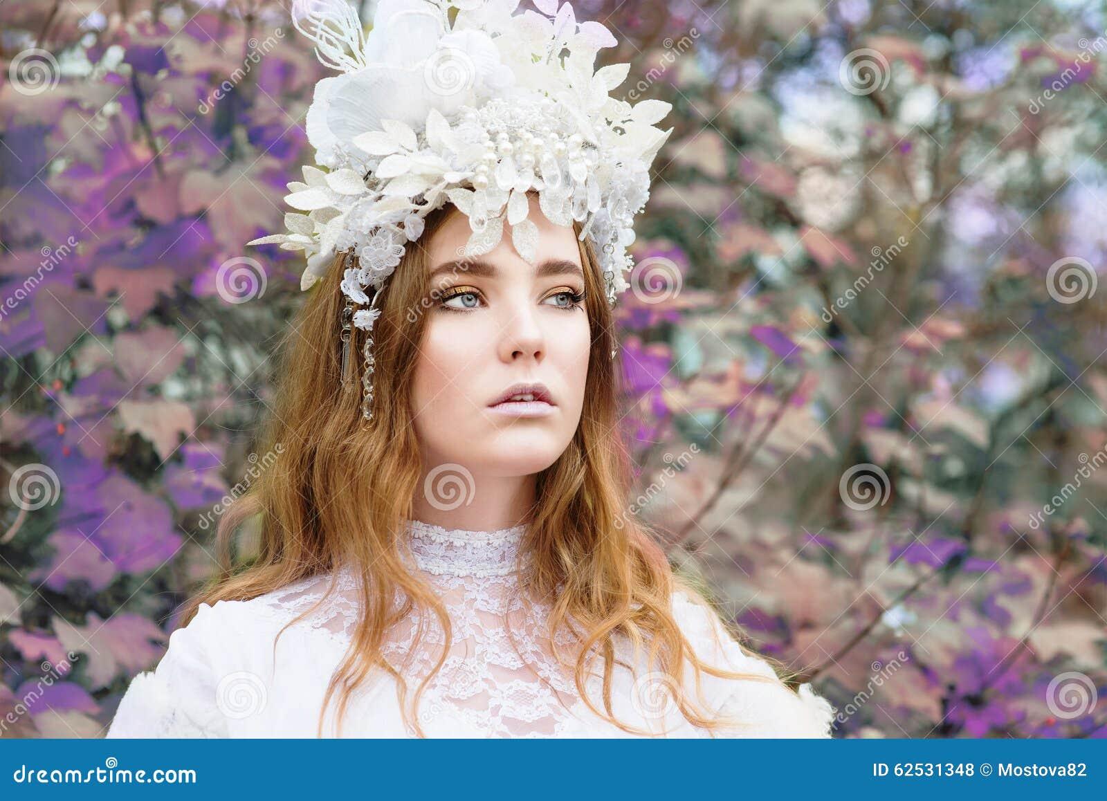美丽的redhair女孩喜欢公主