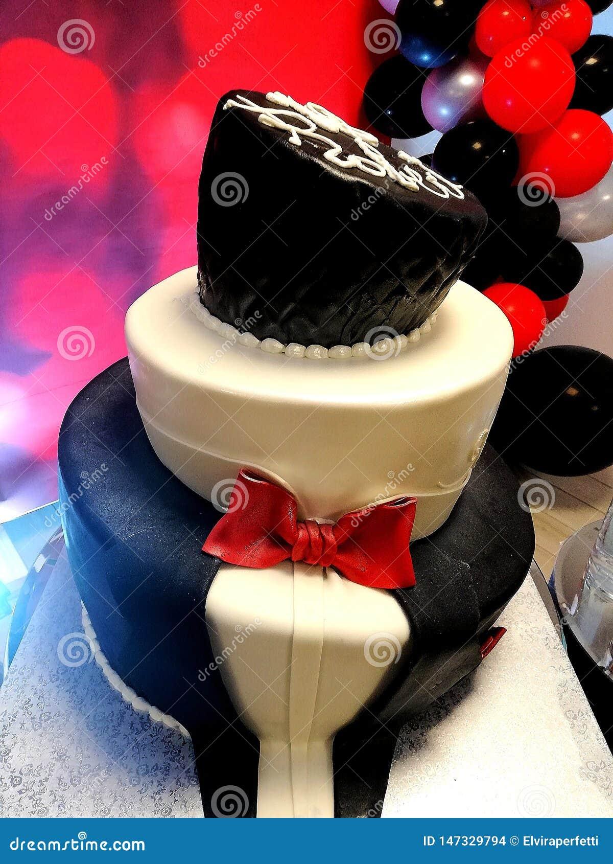 美丽的toxedo生日蛋糕