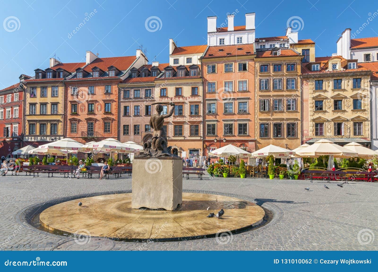 美人鱼雕象在华沙的老镇的中心在华沙,波兰