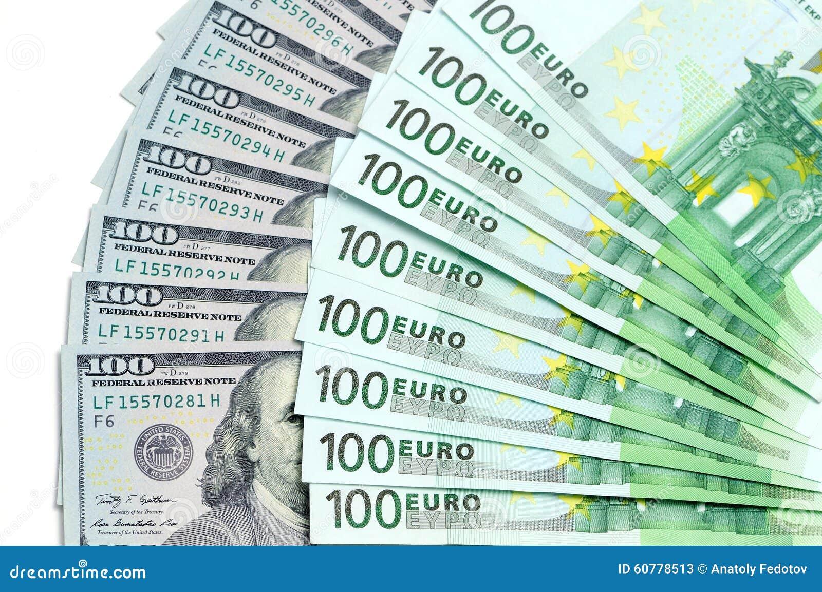 100美元钞票美国和100欧元在一个附近位于别的作为背景.图片