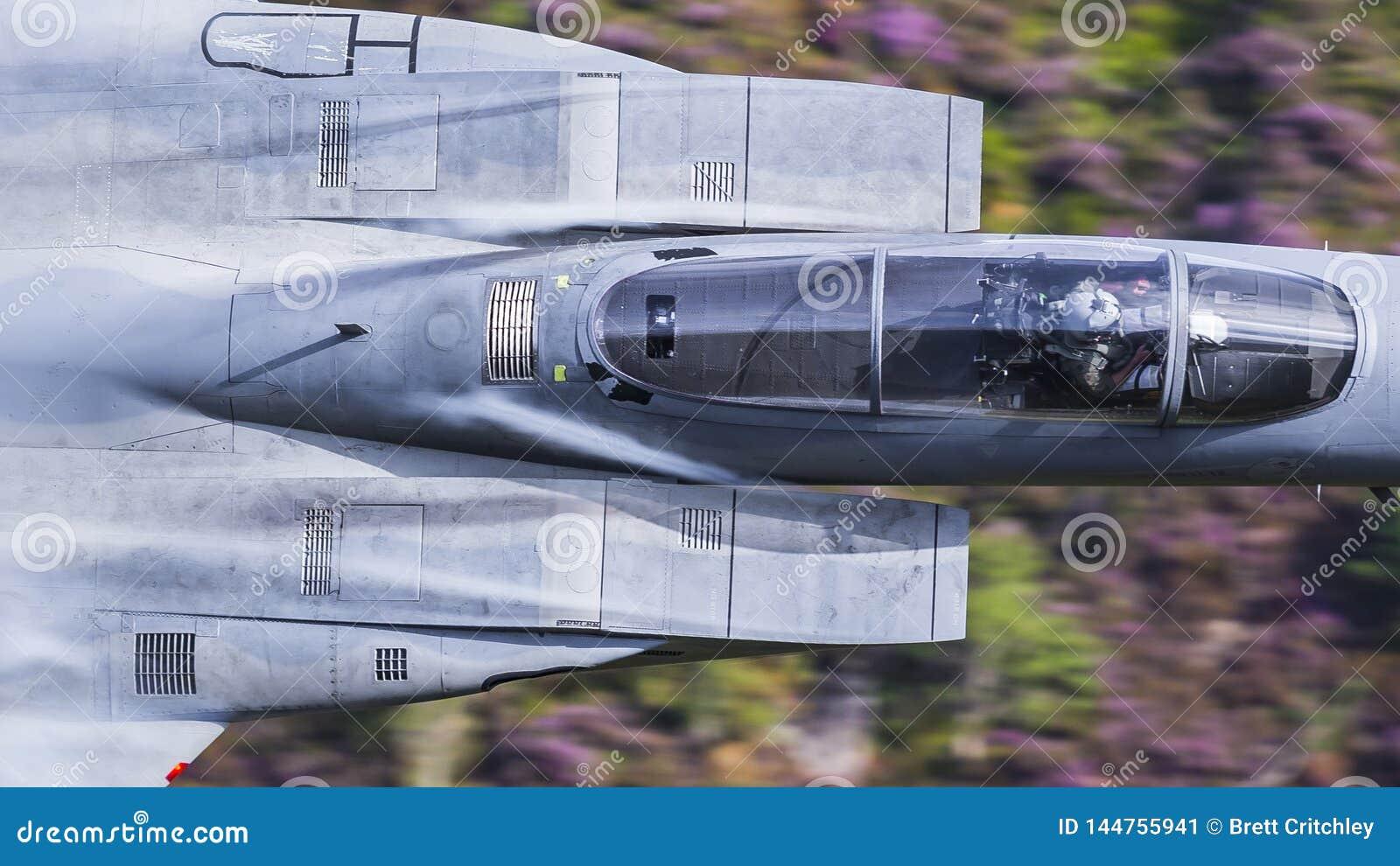 美国人美国空军F15喷气式歼击机军用飞机