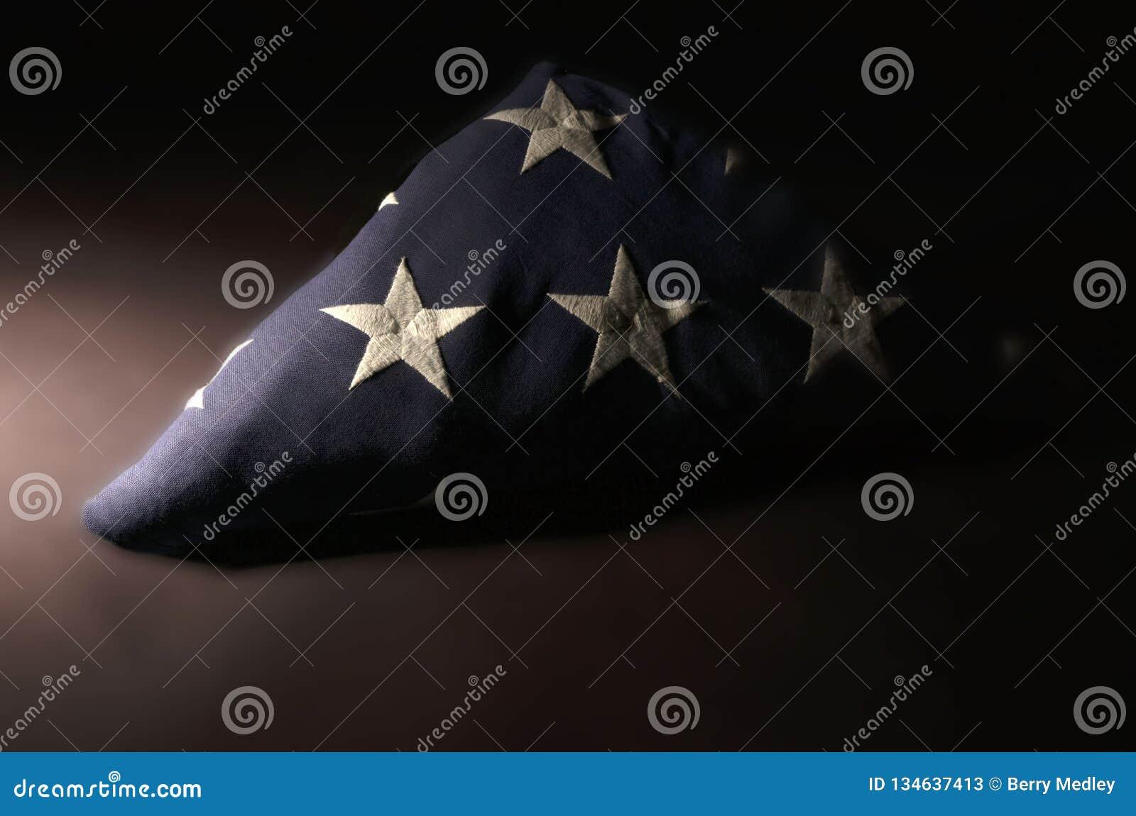 美国国旗在Memoriam