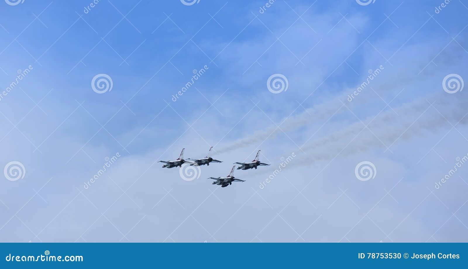 美国空军队雷鸟喷气机