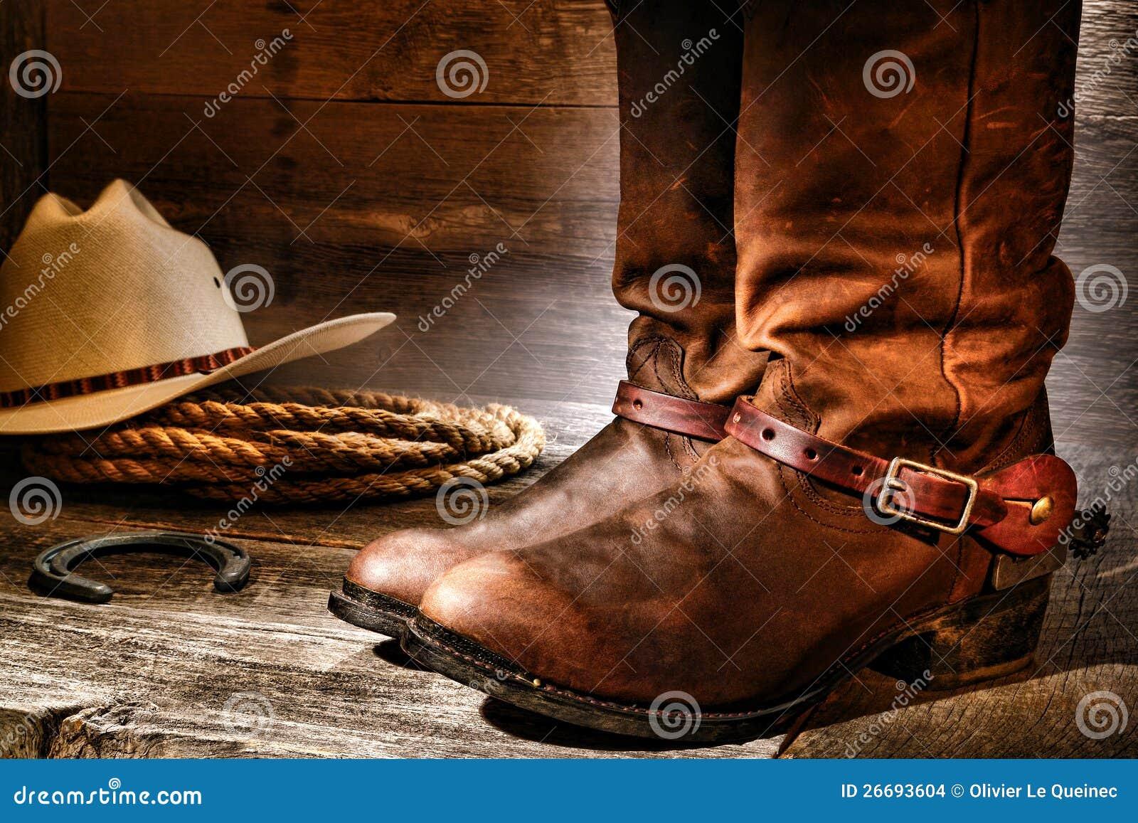 美国西方圈地牛仔靴在老大农场谷仓
