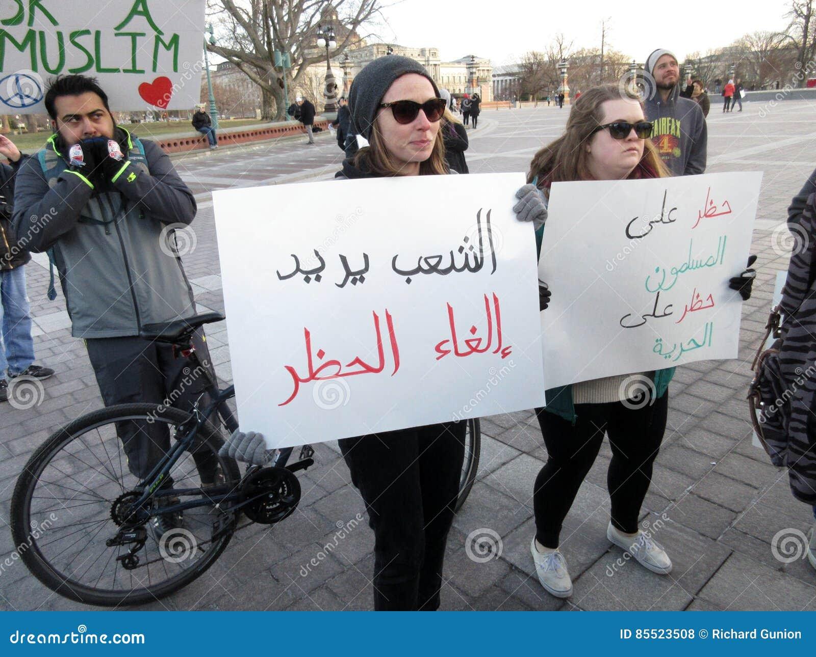 美国首都的回教妇女抗议者
