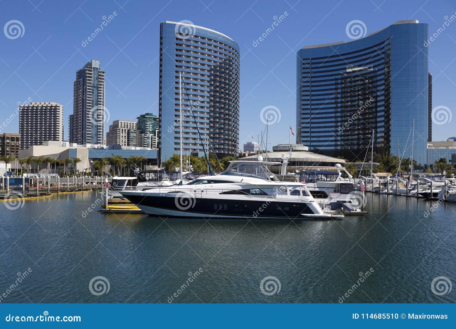 美国-加利福尼亚-圣地亚哥- embarcadero小游艇船坞公园和万豪候爵