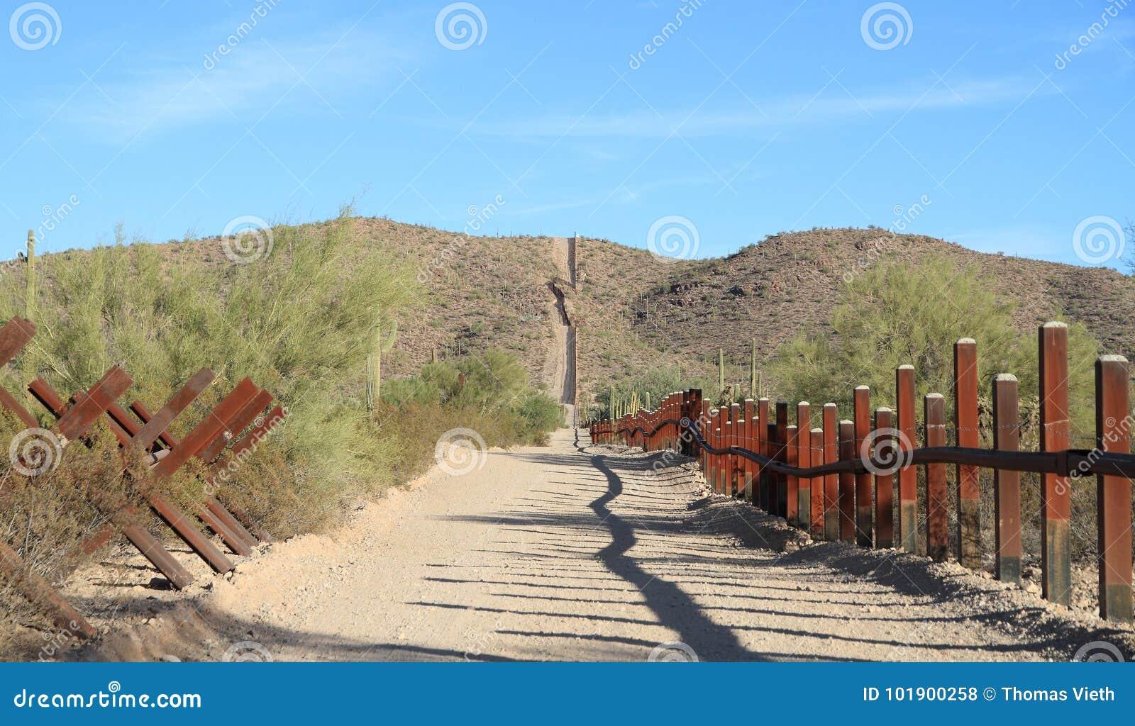 美国-墨西哥边界在Sonoran沙漠