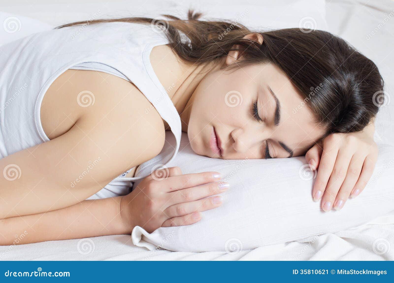 少妇的黑木_美好少妇睡觉