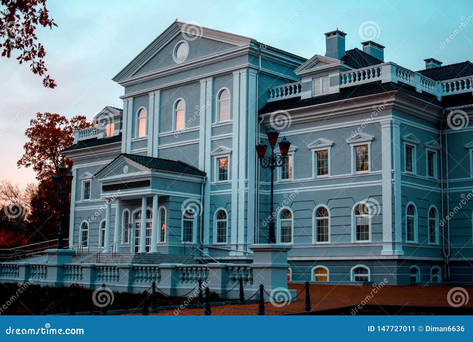 美好的建筑结构 人际的通信的发展中心在加里宁格勒