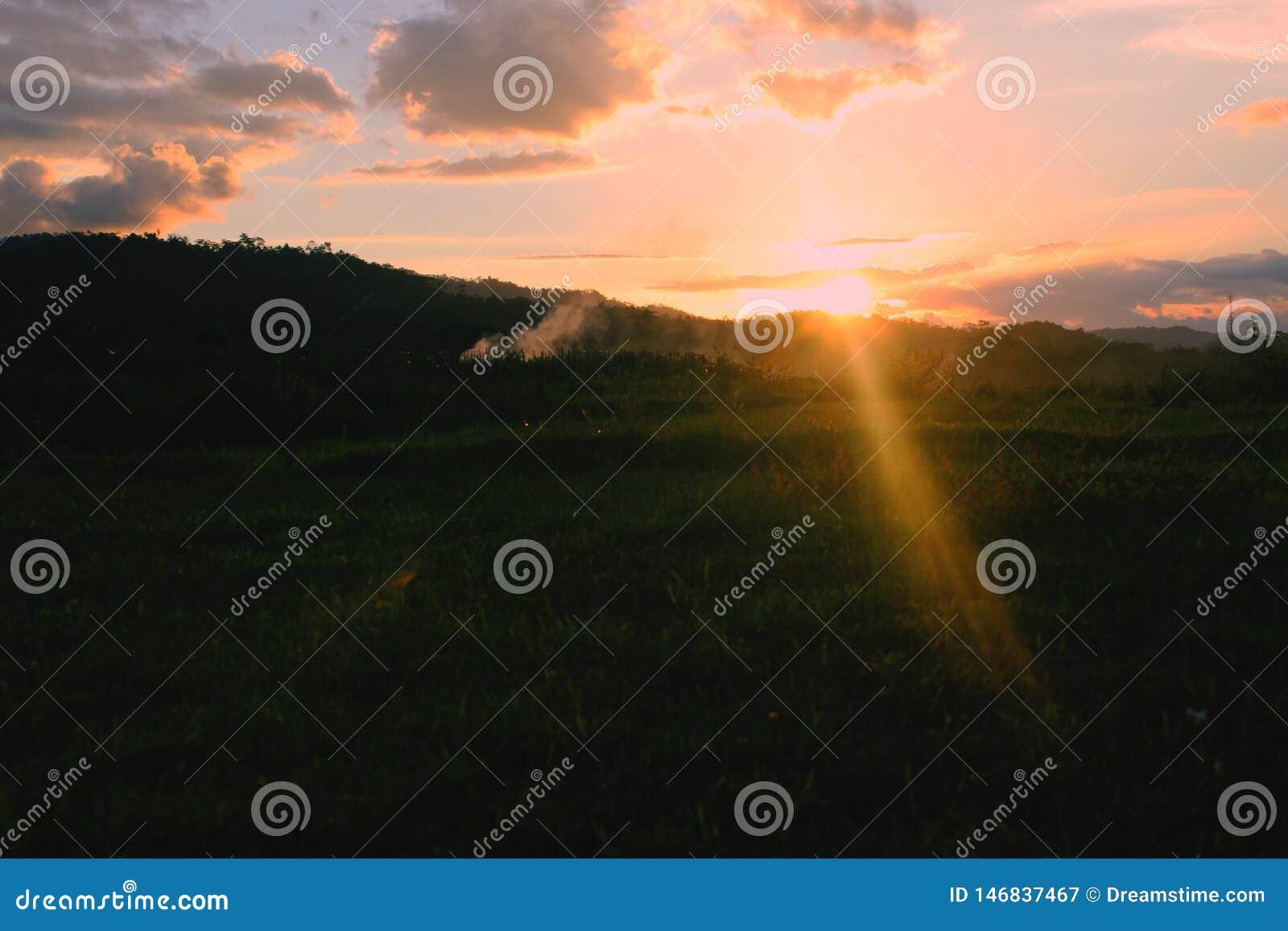 美好的日落视图下午