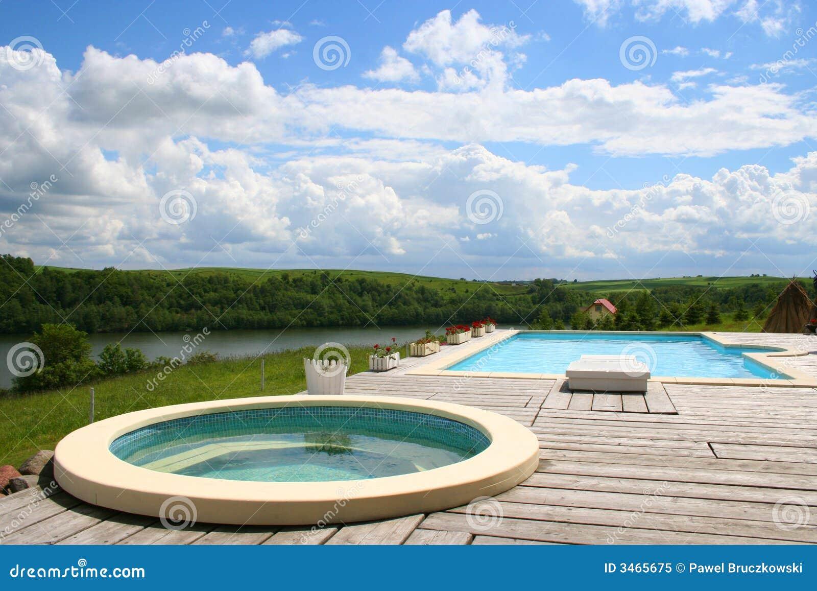 美好的极可意浴缸视图