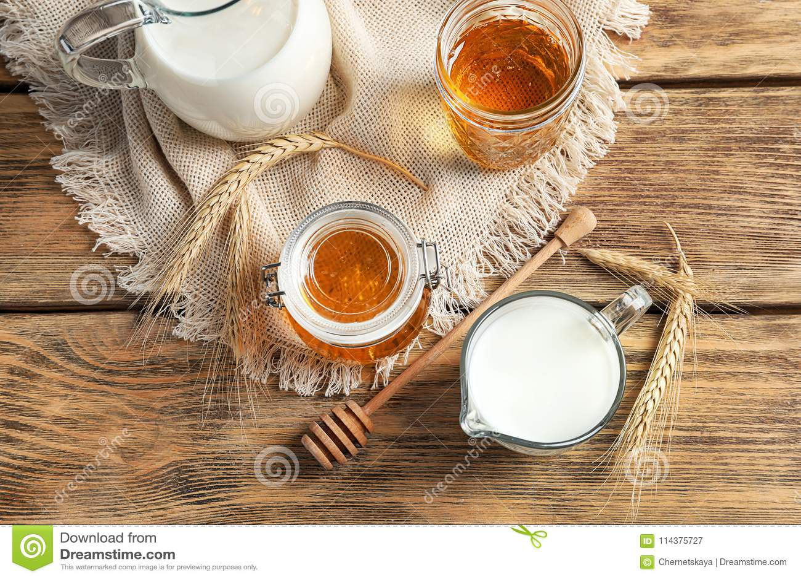 美好的构成用牛奶和蜂蜜