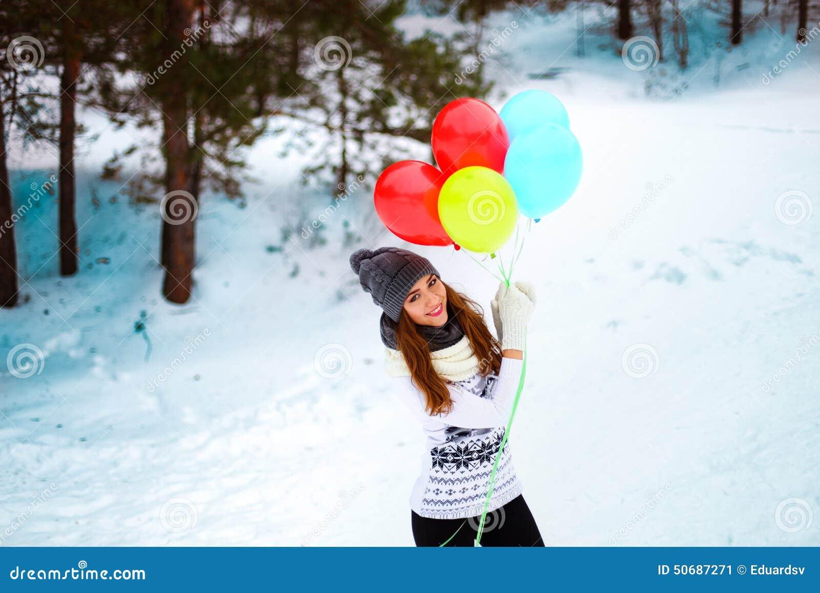 Download 美好的秀丽注视构成自然本质纵向妇女 库存图片. 图片 包括有 方式, 照相机, 帽子, 妇女, 公园, 结构树 - 50687271
