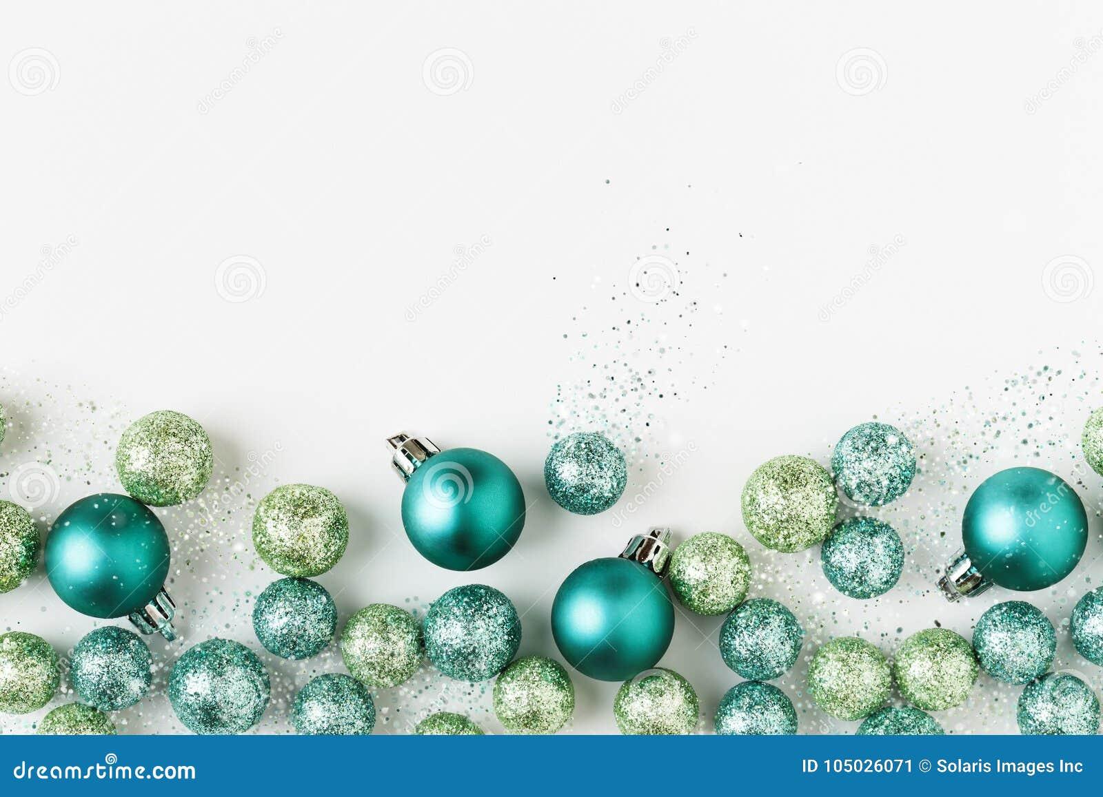 美好,明亮,现代圣诞节假日装饰在当代蓝色和绿色的装饰在白色背景