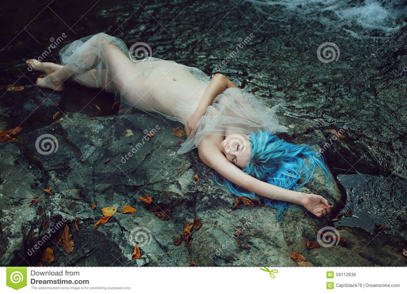 美好水中女仙睡觉