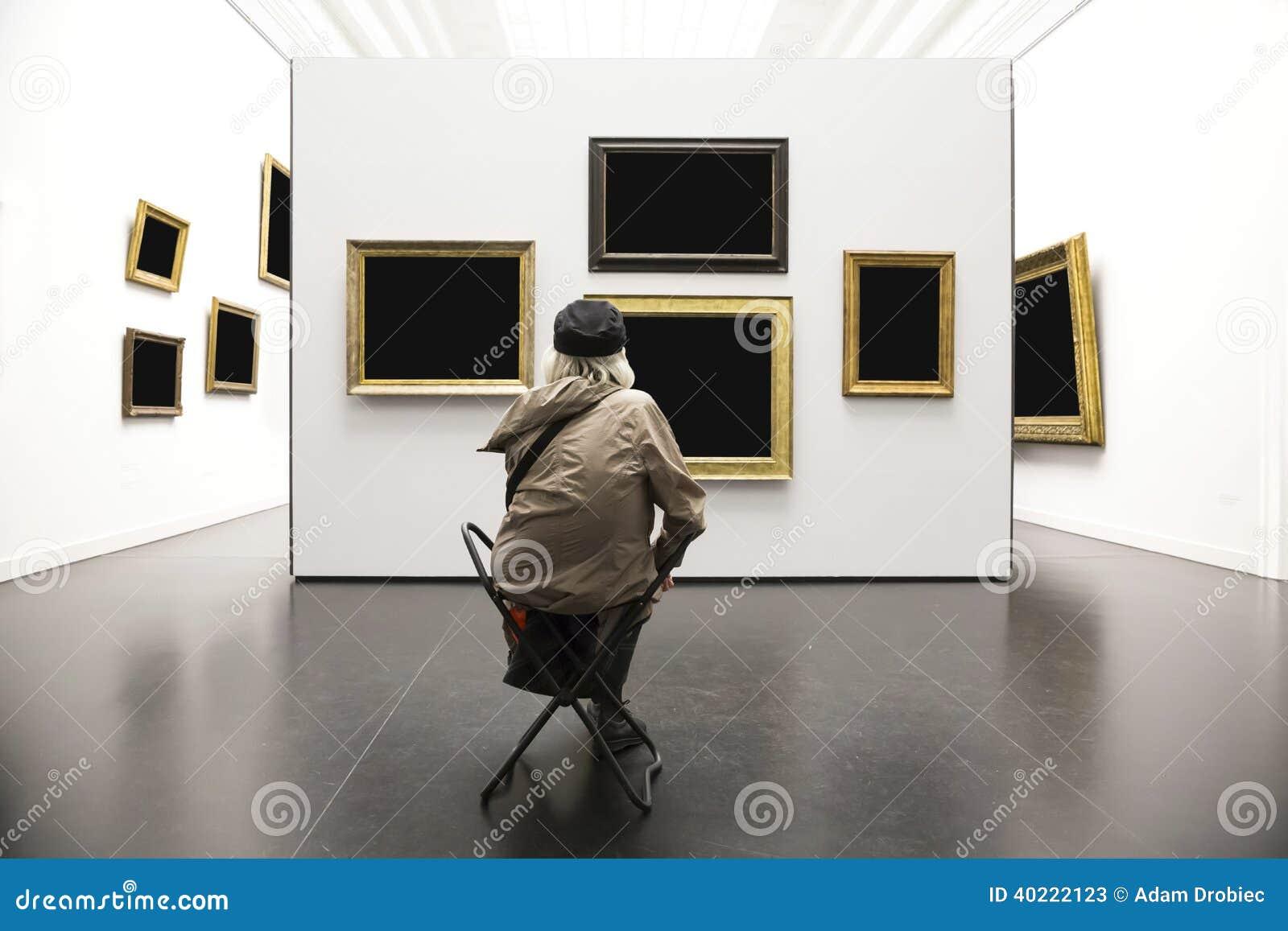 美术画廊的资深夫人