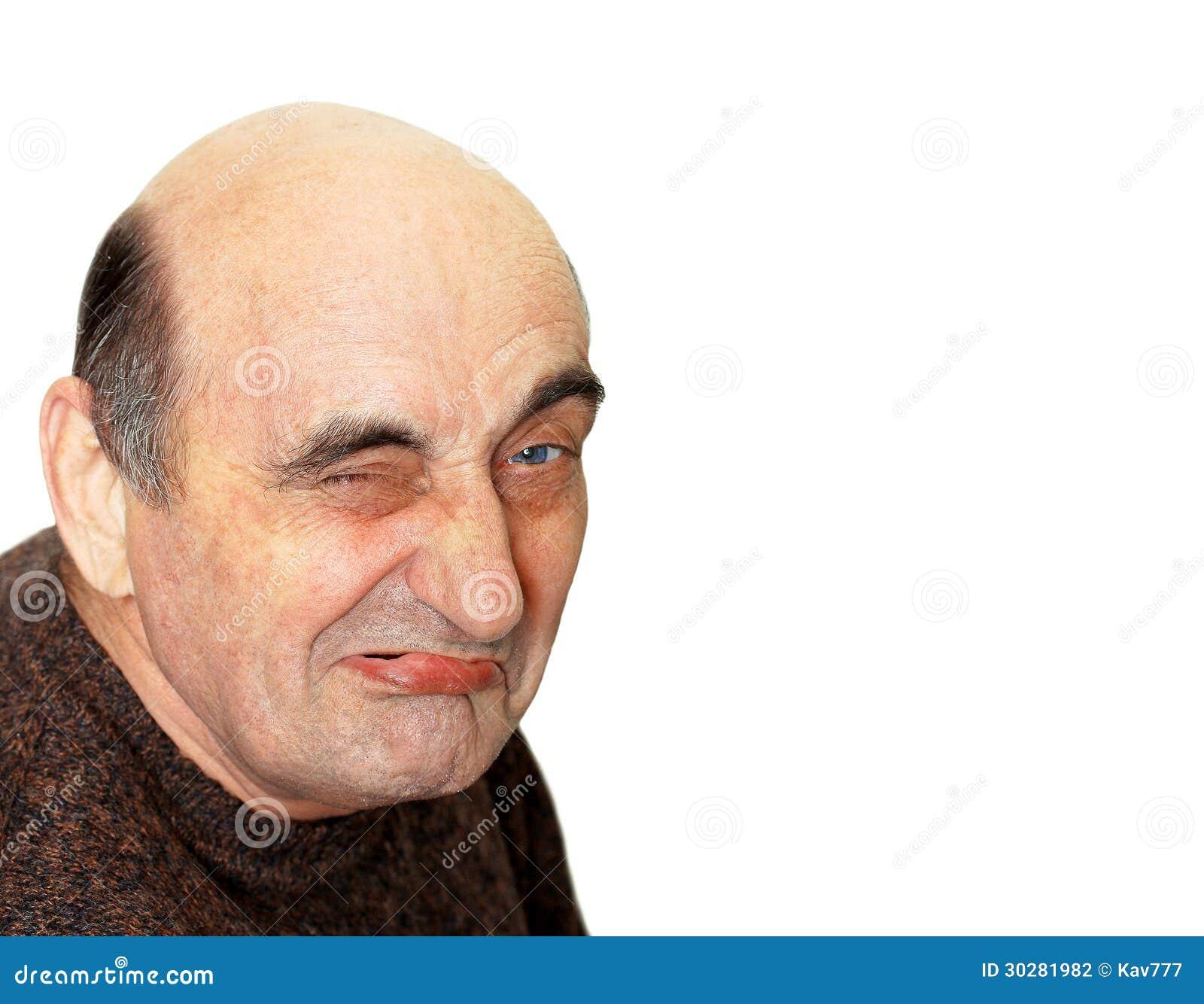 有一副鬼脸的老人在他的面孔