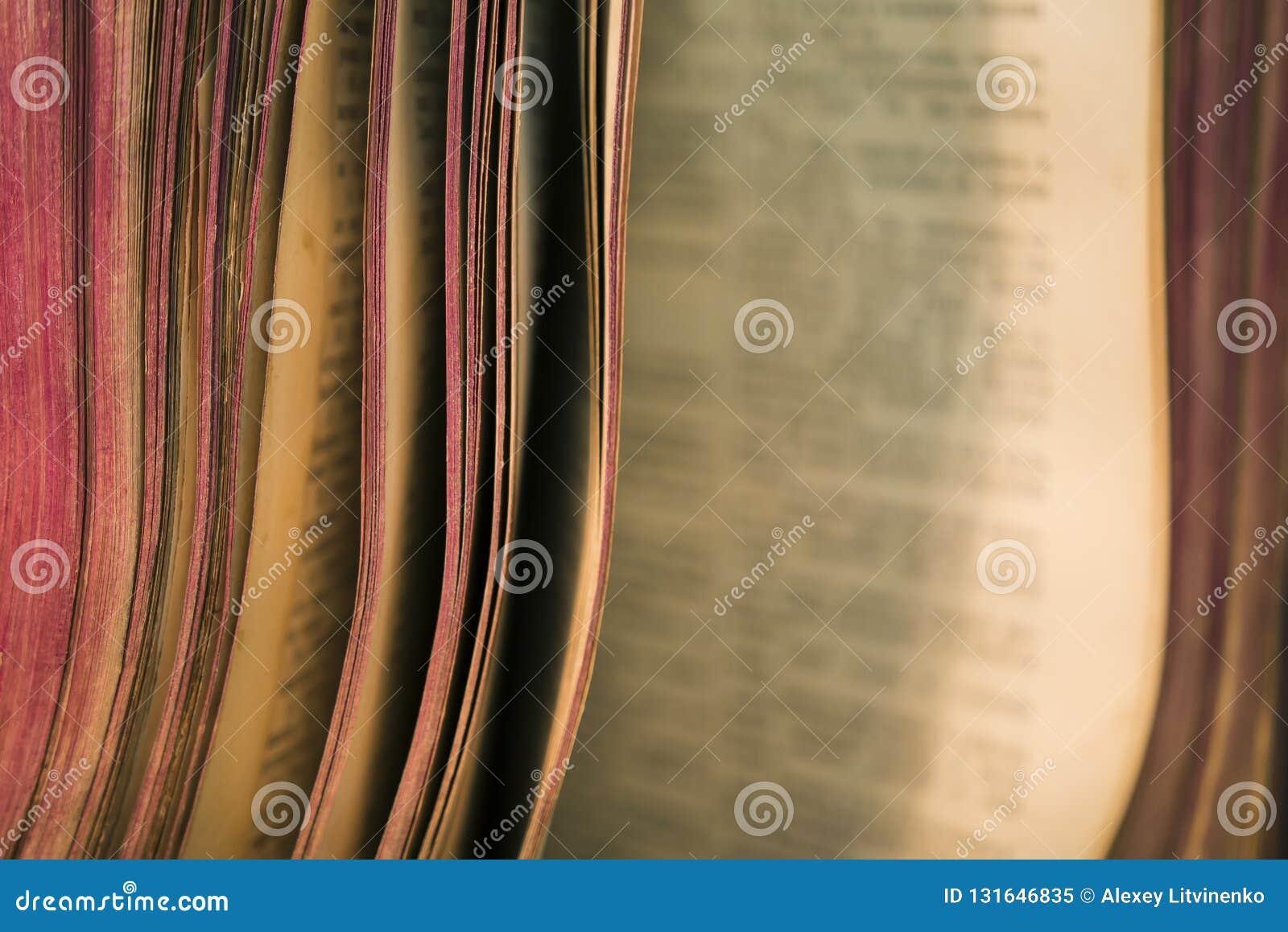 老圣经书页看法