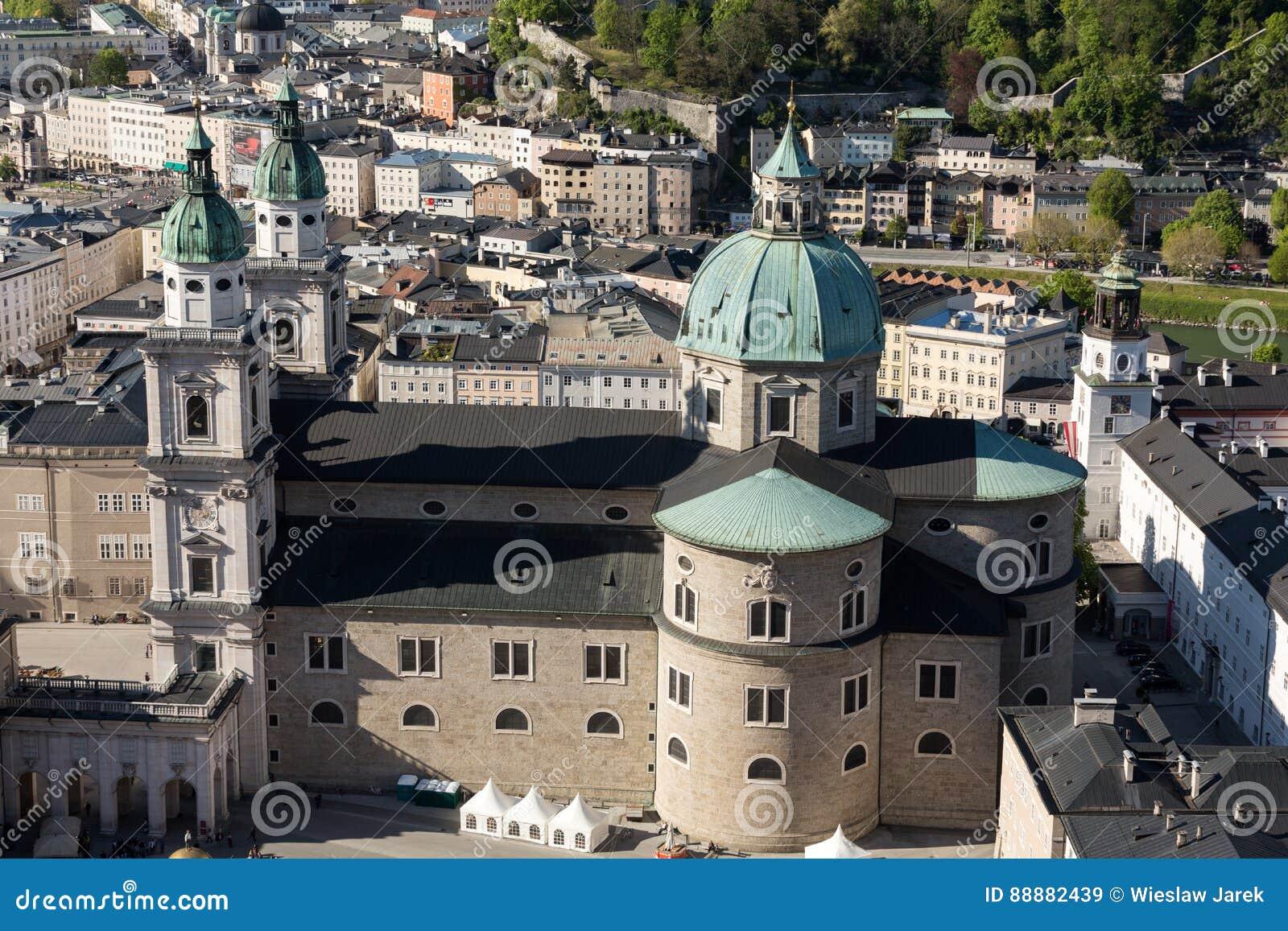 老城市的顶视图在萨尔茨堡,奥地利的中心
