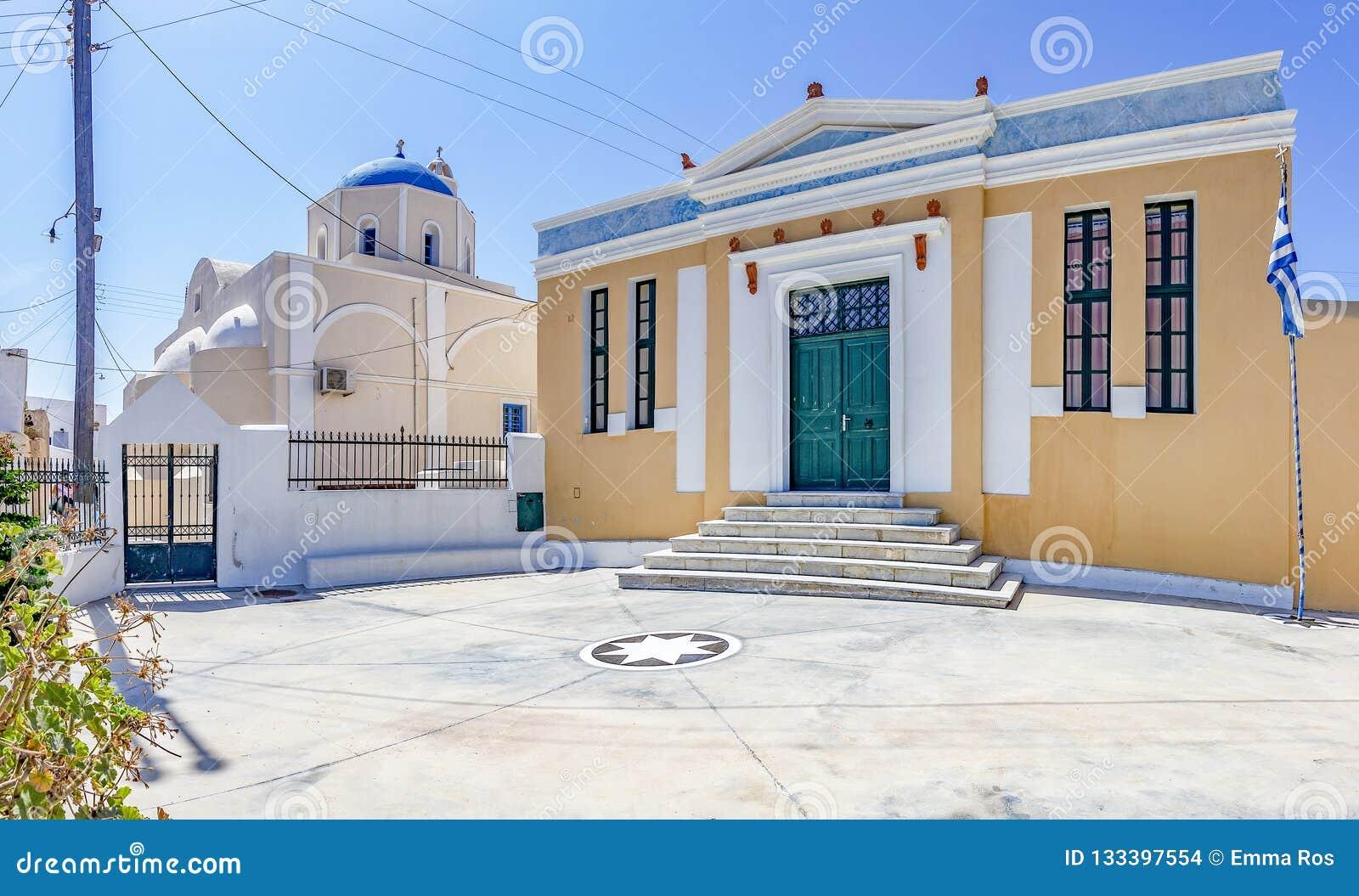 老大厦和教会全景照片在皮尔戈斯,santorini,希腊