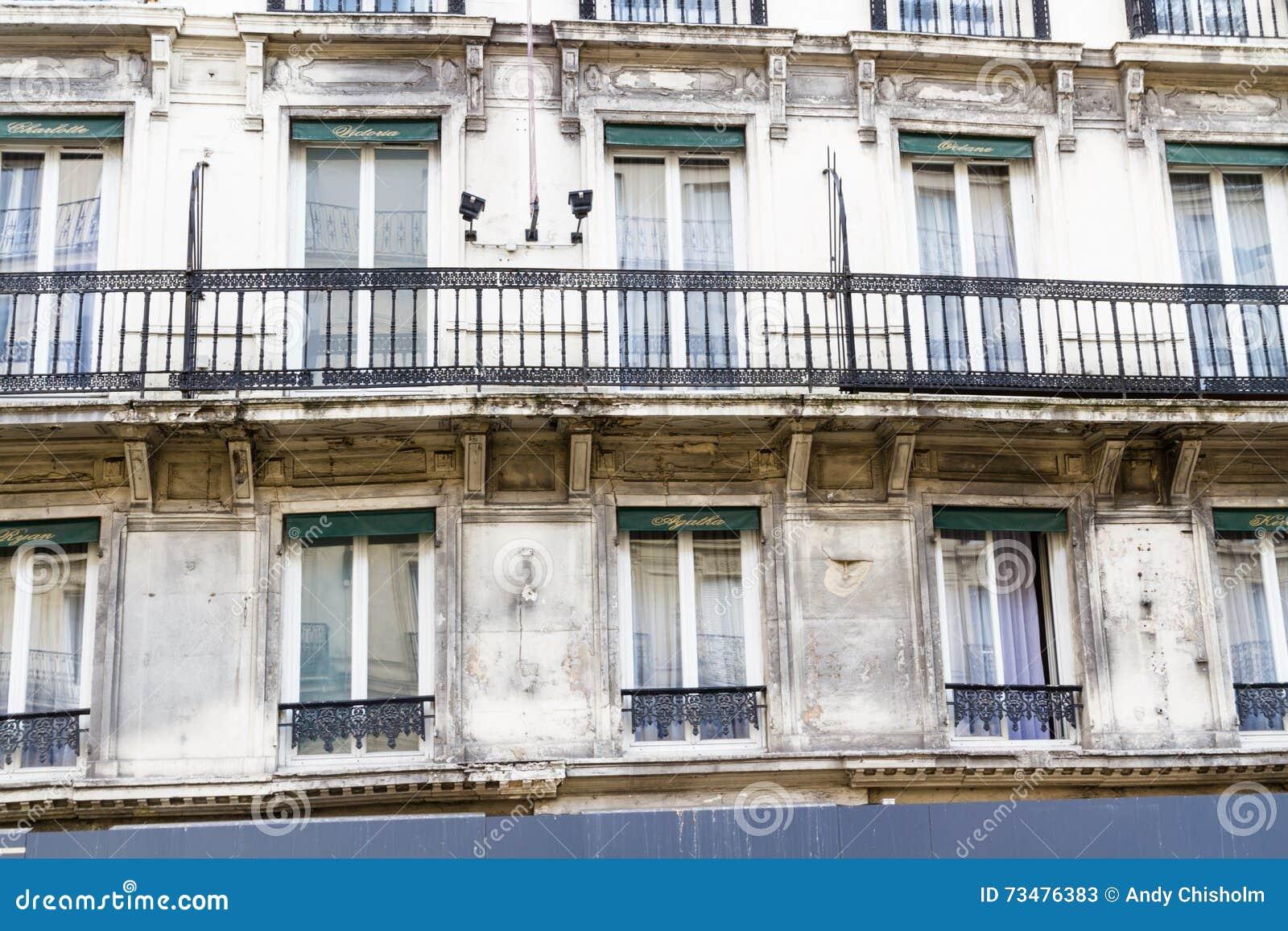 老居民住房前面,巴黎