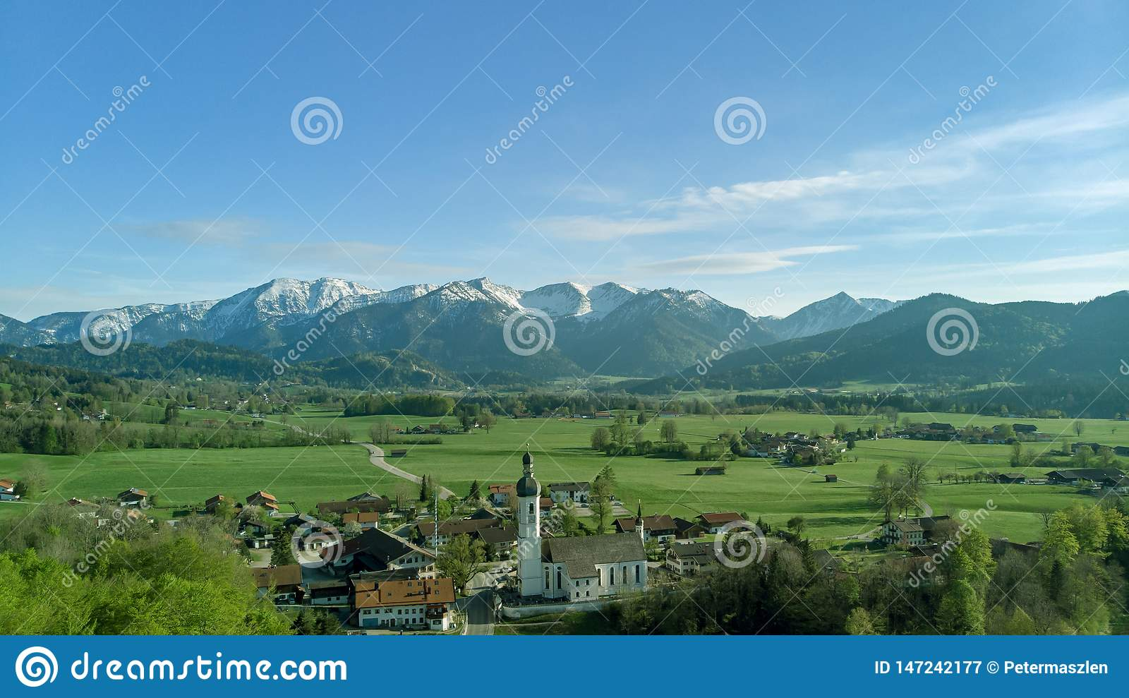 老巴法力亚村庄Pnoramic视图接近阿尔卑斯的
