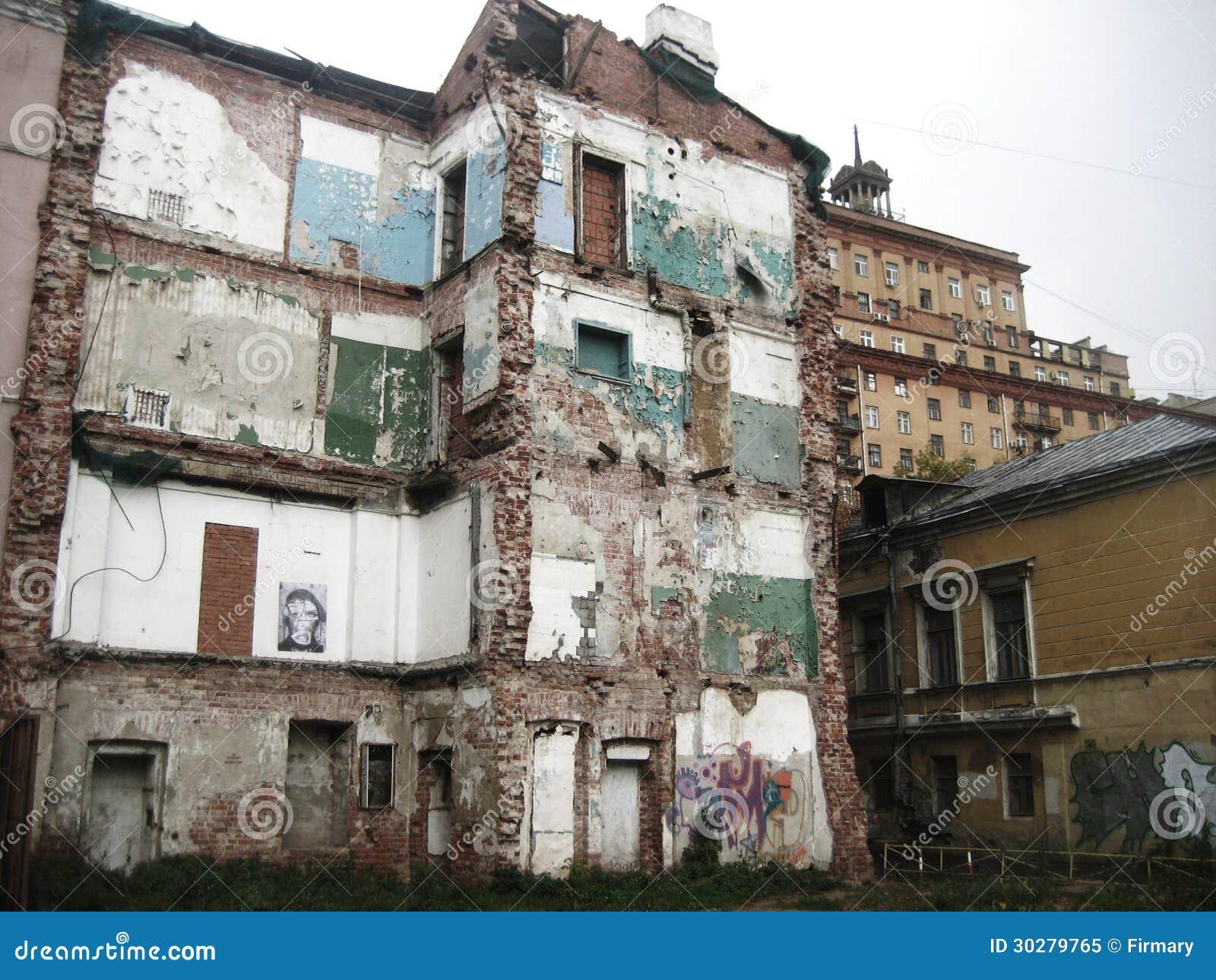 老被炸开的大厦