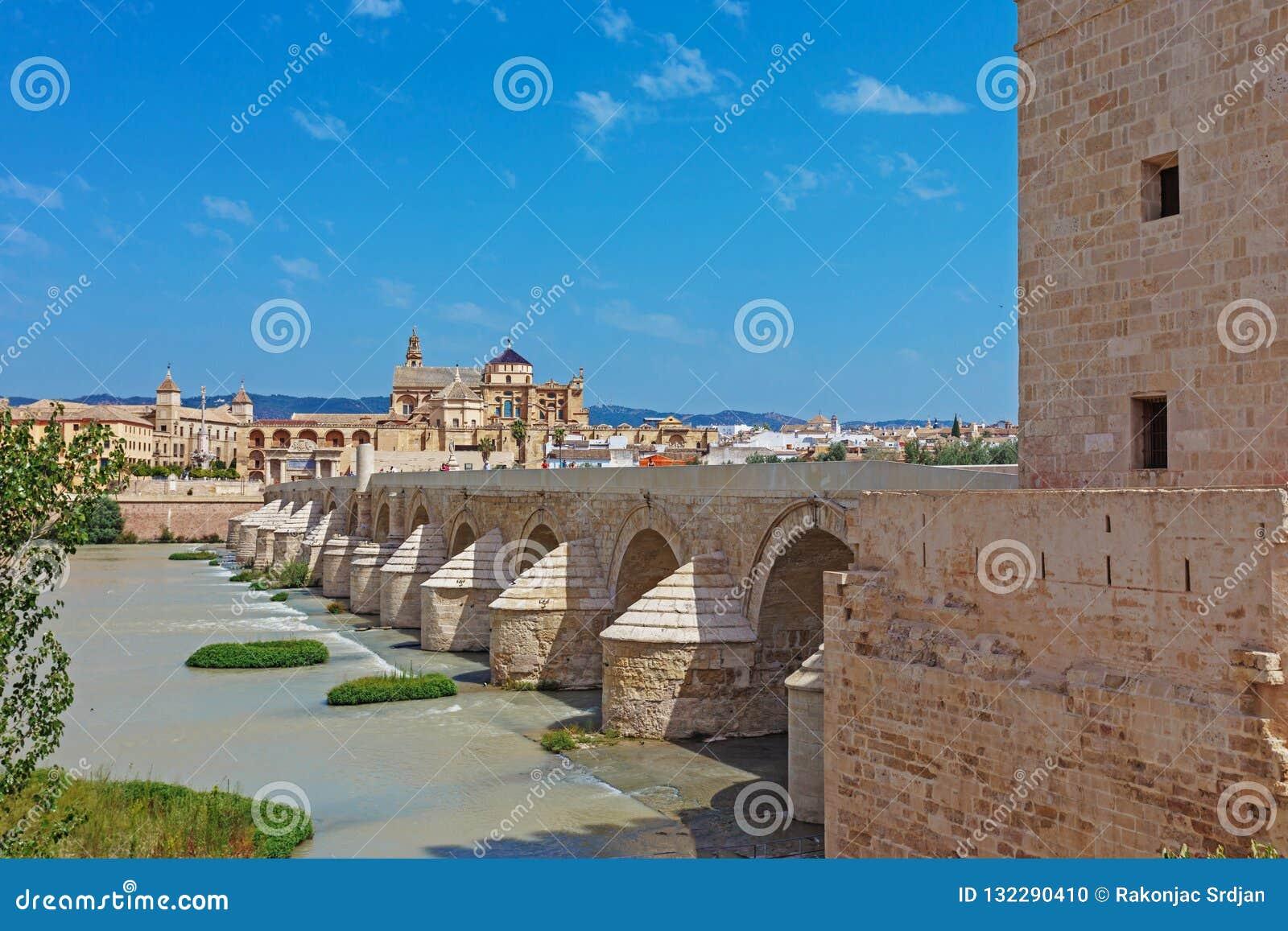 老桥梁在科多巴,西班牙
