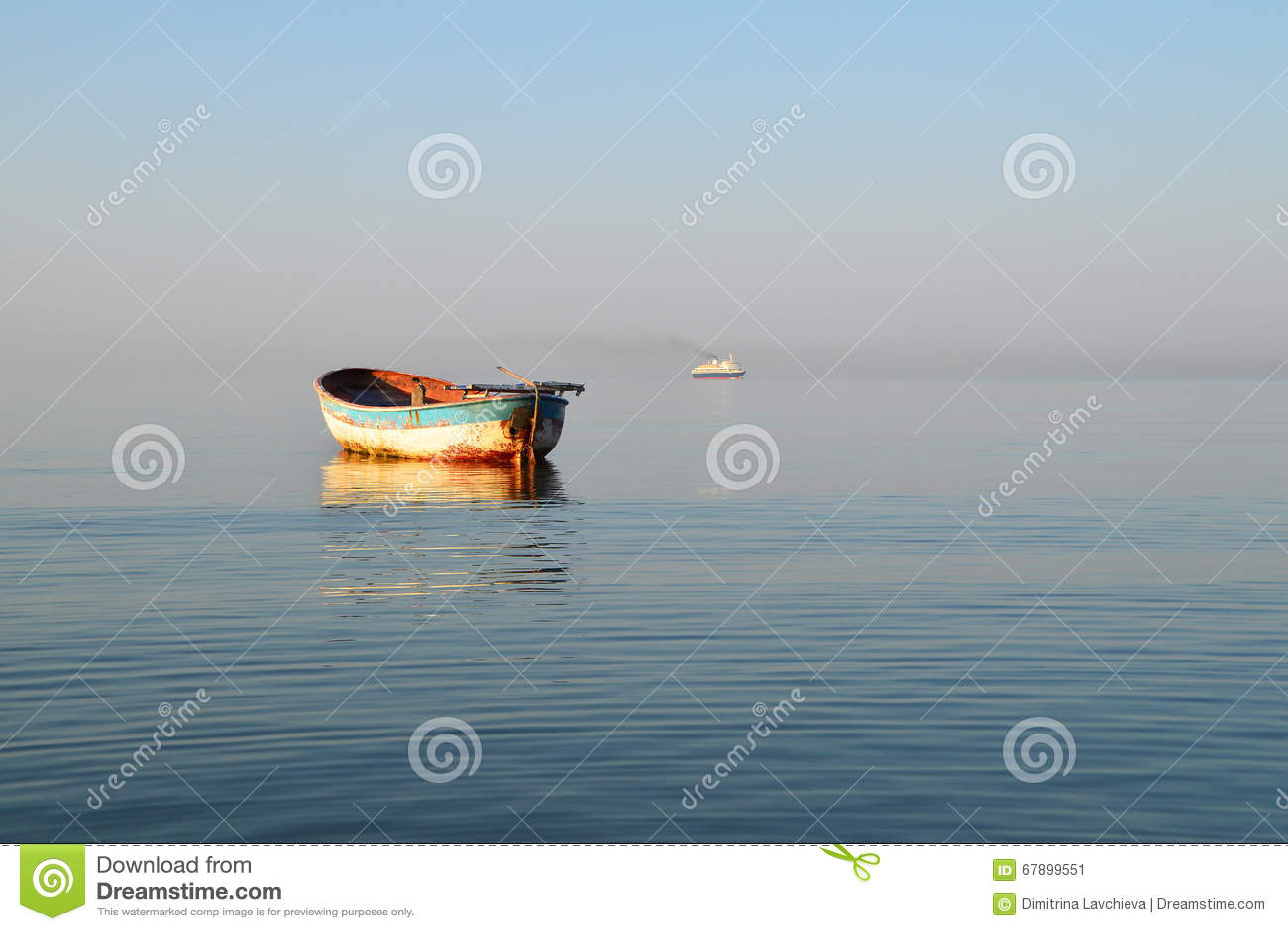 老渔船和大现代船