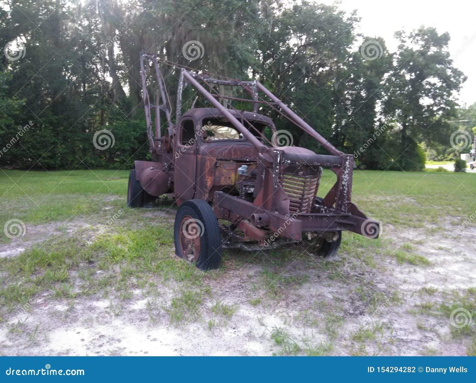 老生锈的拖车