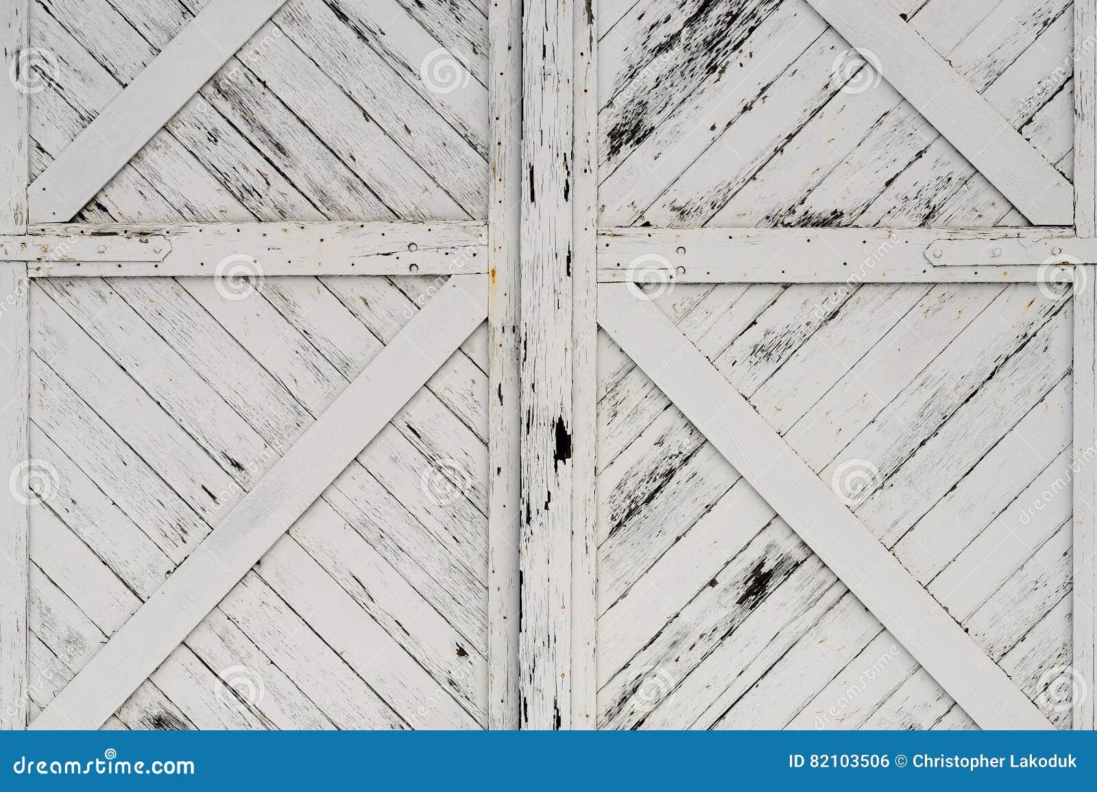 老白色木门