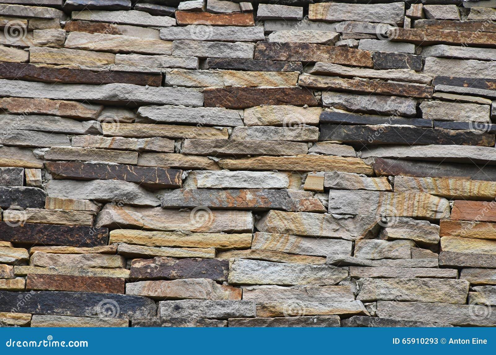 老石头层状墙壁