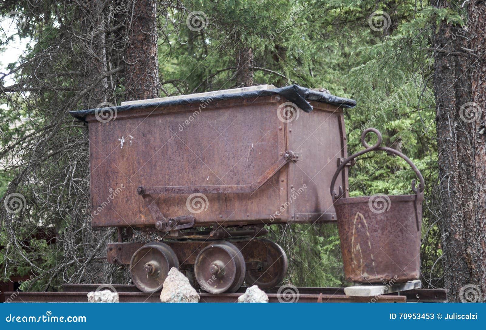 老矿区铁路无盖货车