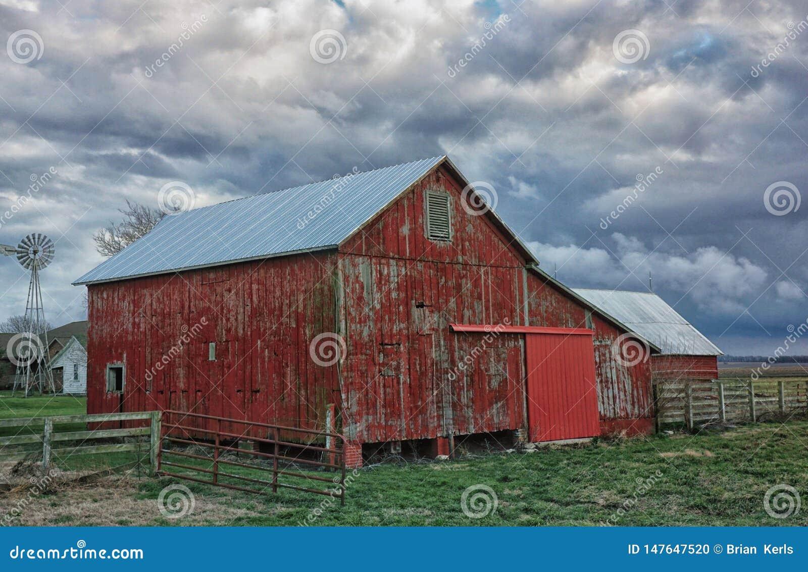 老红色谷仓