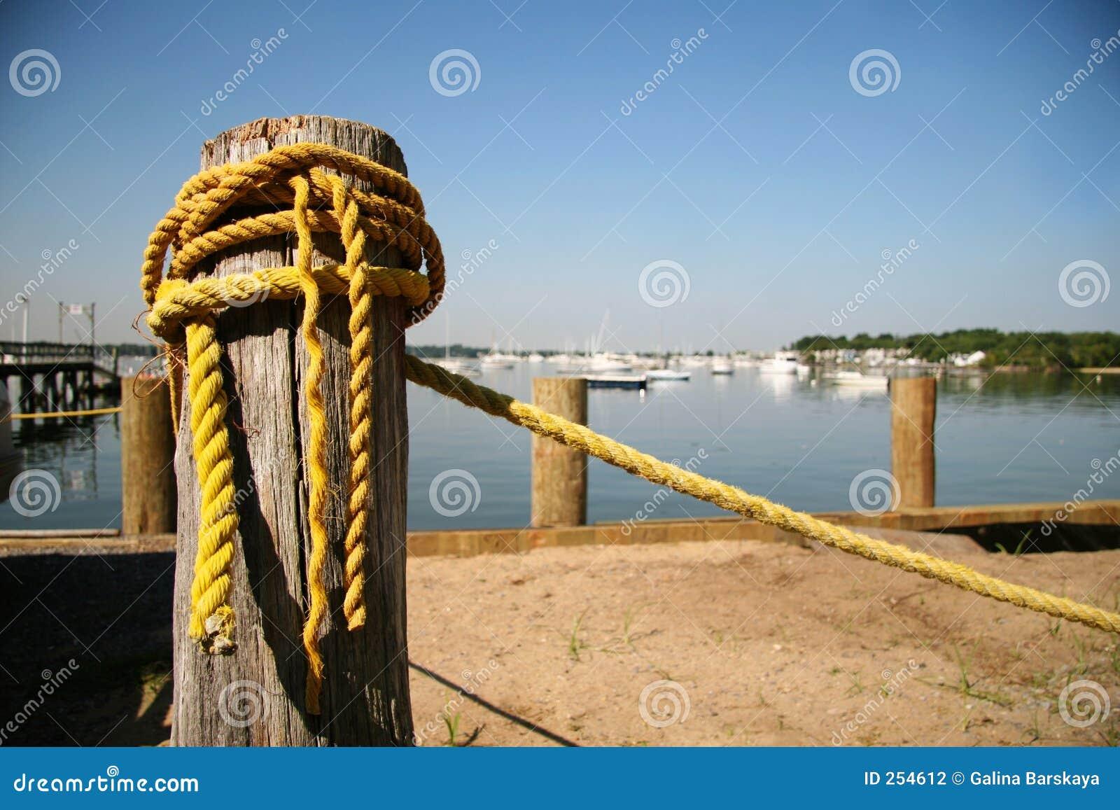 老绳索黄色