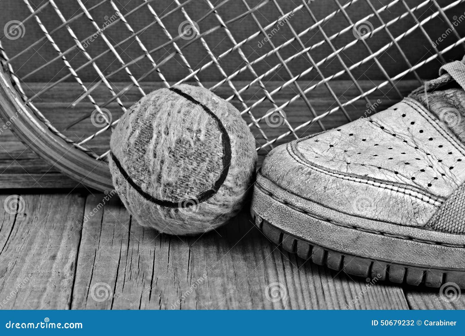 Download 老网球和运动鞋 库存照片. 图片 包括有 纹理, 背包, 竹子, 体育运动, 气球, grunge, 运动鞋 - 50679232